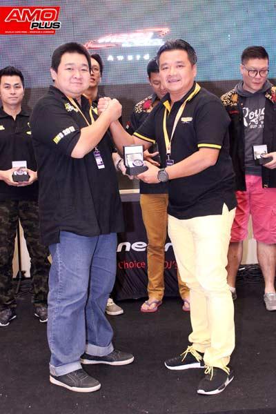 Hadiah Jam tangan Limited Edition dari VENOM AUDIO untuk team Audioworkshop karena telah juara di kelas ultimate MECA
