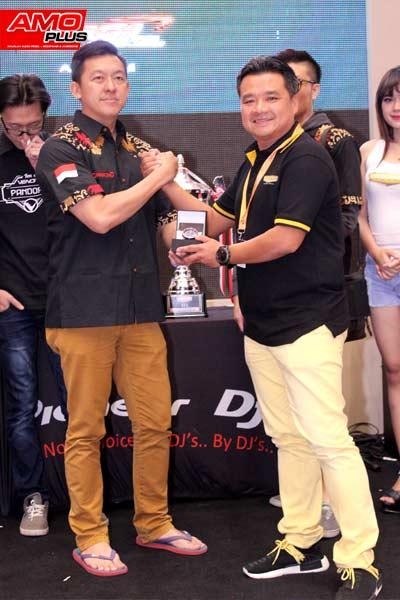 Hadiah Jam tangan Limited Edition dari VENOM AUDIO untuk team GRAMOND karena telah juara di kelas ultimate IASCA