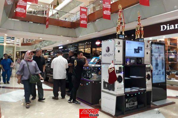 Venom-Brand-with-Stand-Mall