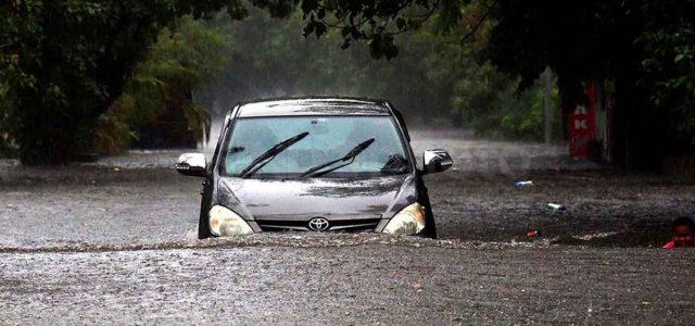 Mobil Terobos Banjir Menghilangkan Asuransi